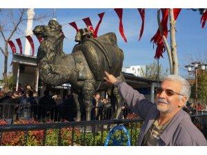 Aydın'da deve heykeli açıldı