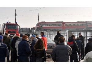 Sırbistan'da tren okul otobüsüyle çarpıştı: 3 ölü, 22 yaralı