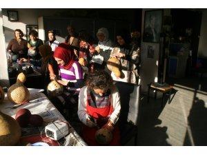 Devrek Halk Eğitimi Merkezi tarafından su kabağı işleme kursu açıldı
