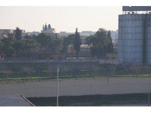 Silahlı teröristler sınıra çok yakın bir bölgede görüntülendi