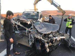 Seyir halindeki otomobil tıra çarptı : 1 yaralı