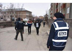 Polisten okul önlerinde asayiş uygulaması