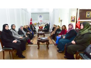 AK Parti Kadın Kolları Başkanı Oğuzhan, Başkan Gürkan'ı ziyaret etti