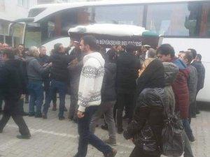 Otobüs kazası kurbanı Feride son yolculuğuna gelinliğiyle uğurlandı