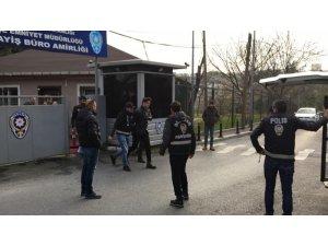 Beşiktaş Nispetiye'de kendisini uyaran apartman görevlisi Nefise Dolapçı'yı (48) bıçakla boğazını keserek öldüren spor hocası İbrahim Y. (28), ek gözaltı süresi alınması sonrası sağlık kontrolüne sevk edildi.