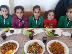 Nizip'te ilk okul öğrencileri yerli malı haftasını kutladı