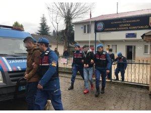 Kendilerini istihbaratçı olarak tanıtıp gasp yapan 3 kişi tutuklandı