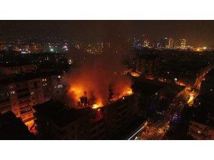 7 katlı binada çıkan yangın Bursa'yı aydınlattı