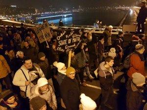 Macaristan'da binlerce kişi 'Köle Yasası' karşıtı gösteri yaptı