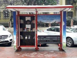 İzmit'te sokak kütüphanelerine zarar veriliyor.