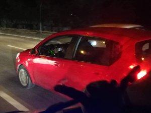 Bursa'da trafikte hem araç kullandı hem de oyun oynadı