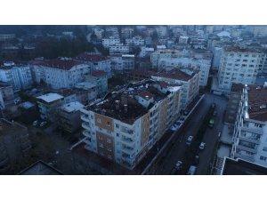 Apartmanın çatısı küle döndü