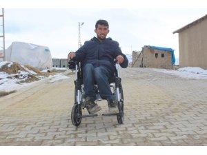 Yürüme engelli Yasin'in akülü araç sevinci