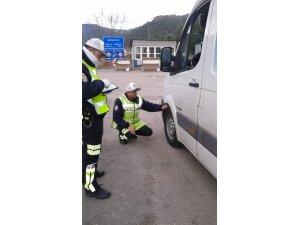 Amasya polisinden kış lastiği denetimi