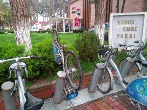 Akıllı bisikletler magandaların hışmına uğradı