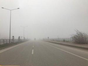Afyonkarahisar'da yoğun sis hayatı olumsuz etkiledi