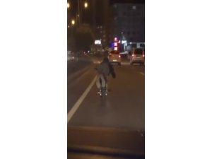 Motosiklet üzerinde tehlikeli oyun