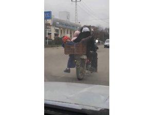 Bir motosiklette 6 kişi bindiler