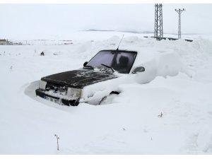 Ardahan'da araçlar tipi nedeniyle karda kayboldu