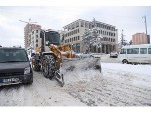 Nevşehir Belediyesi ekipleri kar mesaisinde