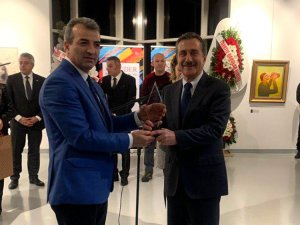 Saküder'den Başkan Ataç'a onur ödülü