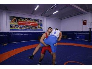 Kağıtsporlu güreşçiler Türkiye Şampiyonası'na gidiyor