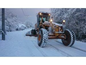 İzmit'te karla mücadele hız kesmeden devam ediyor