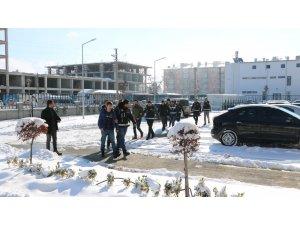 Niğde merkezli FETÖ operasyonunda 6 kişi adliyede