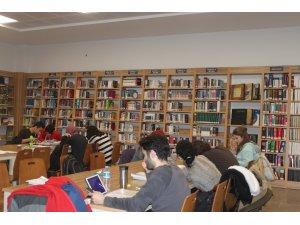 Öğrenciler finallere Serdivan Fikir ve Sanat Akademisinde hazırlanıyor