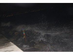 İstanbul'da şiddetli rüzgar etkili oldu