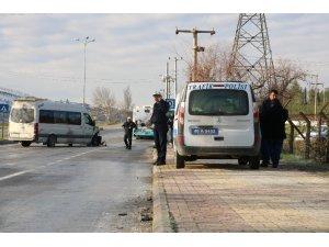 Öğrenci servisi halk otobüsüne çarptı: 8 yaralı