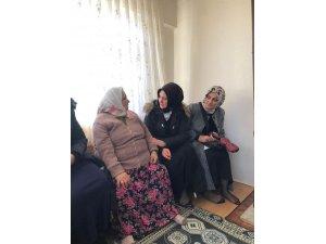 AK kadınlar gönül eli uzatıyor