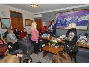 Foçalı kadınlar Başkan Demirağ'ı ziyaret etti