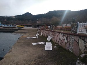 Şehir magandaları sahildeki her şeyi parçaladı