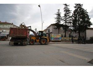 Akyazı Belediyesi ekipleri fırtına mesaisi yapıyor