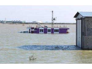Amik Ovası'nda evler sular altında