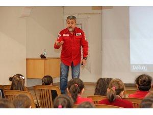 Ataşehir'deki okullarda 7 yıldır deprem bilinçlendirme eğitimleri veriliyor