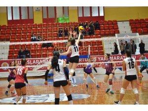 Adana'da Okullararası Genç Kızlar Voleybol Müsabakaları tamamlandı