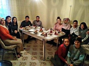 Erzincan'da öğretmenler köylere giderek velilerle buluşuyor