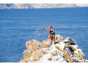 Jandarmadan Akdamar ve Kuzu adalarında yemleme çalışması