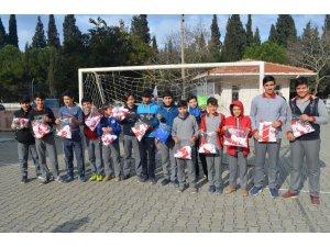 Başkan Şirin öğrencileri sevindirdi