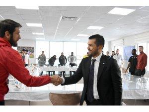 B.B. Erzurumspor Kulübü Başkanı Hüseyin Üneş: 'Bayrağı zirveye birlikte taşıyacağız'