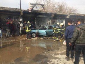 Batman'da sanayi sitesinde otomobil yandı