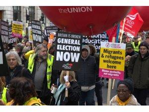 Sarı Yelekliler, Londra'da hükumeti istifaya çağırdı