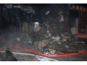 İzmir'de geri dönüşüm deposunda yangın