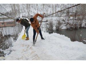 Asma köprülerde kar nöbeti