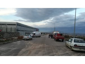 İzmir'in Torbalı ilçesinde bir fabrikada bakır tozu üretimi yapılırken kazanın patlaması sonucu ilk belirlemelere göre 1 kişi hayatını kaybetti, 3 kişi yaralandı. Olay yerine jandarma, itfaiye ve sağlık ekipleri sevk edildi.