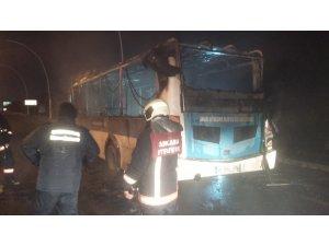 Ankara'da seyir halindeki özel halk otobüsü yandı
