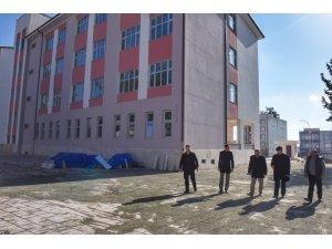 Vali Soytürk inşaatı yapılan okullarda incelemelerde bulundu