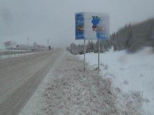 Denizli-Antalya karayolunda kar esareti